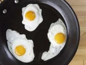 Злоупотребление яйцами может нанести большой вред ЖКТ
