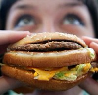 Нездоровая закуска приводят к раку толстой кишки