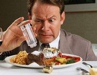 Тем, кто злоупотребляет соленой пищей, грозит рак желудка