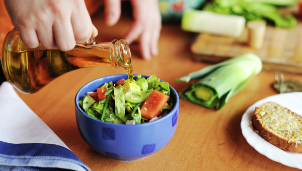Врач рассказал, как избежать кишечных инфекций при приготовлении пищи