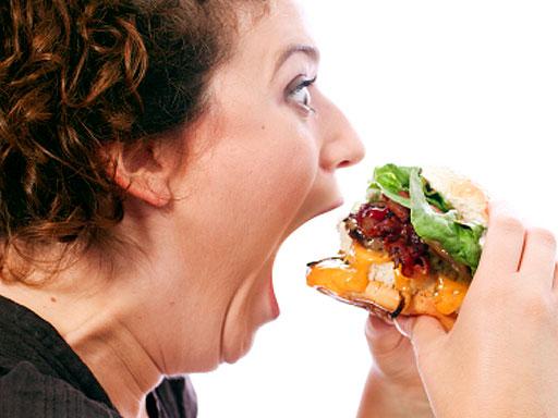 Женщинам, стремящимся похудеть, строго запрещается голодать