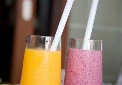Так ли на самом деле полезно увлечение свежевыжатыми соками и смузи?
