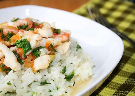 Рис и морепродукты: что может быть полезнее