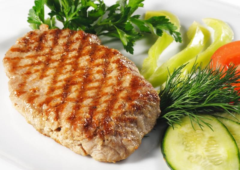 Учены советуют есть стейки с овощами, чтобы улучшить пищеварение