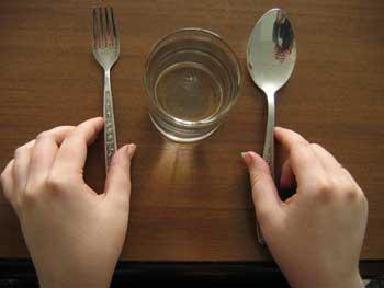 Голодание и ограничения в еде способны предотвратить старение