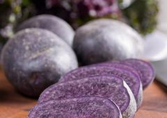 Красочный картофель – источник витаминов для гурманов