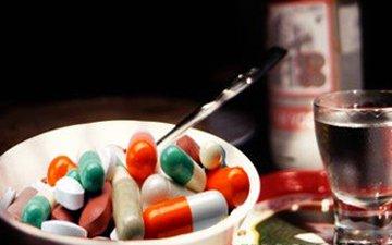 Почему не стоит употреблять алкоголь с антибиотиками?