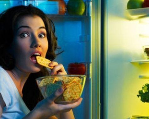 Ученые уверены: поздний ужин вызывает необратимые изменения в организме