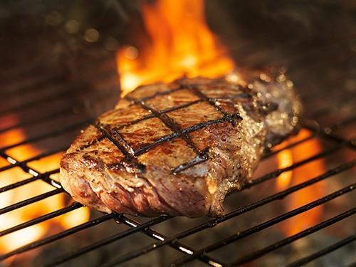 Один стейк в неделю увеличивает риск развития рака кишечника