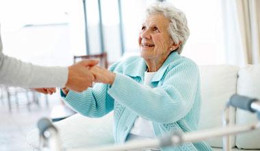 Пожилые люди и уход за ними