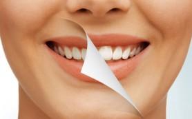 Отбеливаем зубную эмаль в домашних условиях