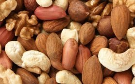 Орехи защитят от колоректального рака