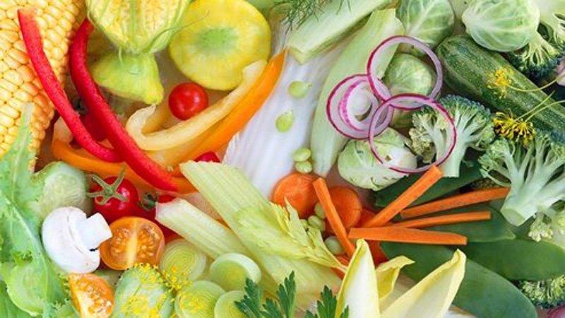 У людей, придерживающихся вегетарианской диеты, более слабые кости