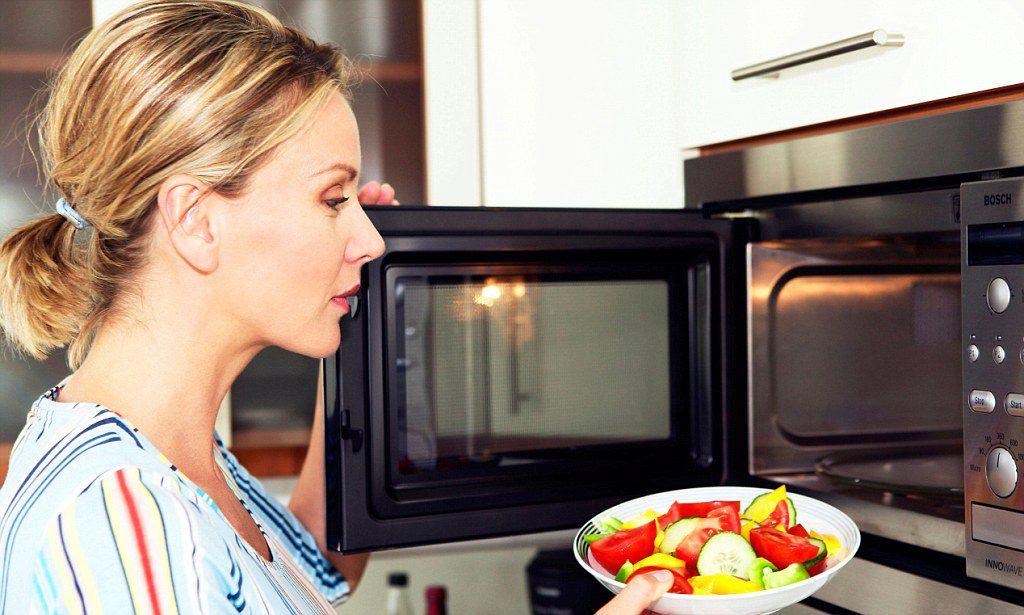Разогретая еда разрушает пищевод