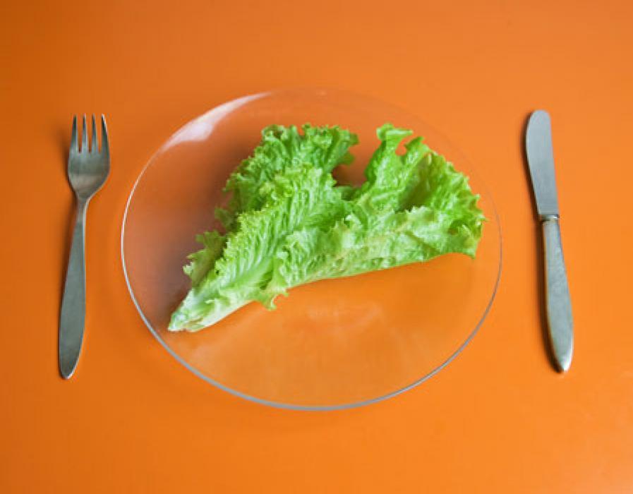 Низкокалорийная диета не продлевает жизнь