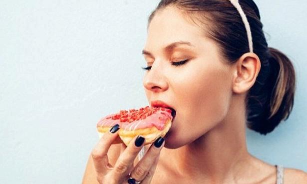 Сахар из газировки и мороженого разрушает печень ребенка