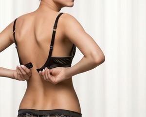 Неправильно подобранный бюстгальтер может привести к кишечным расстройствам
