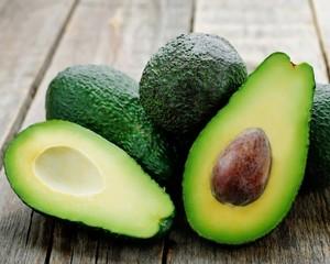 Авокадо помогает снизить вред от жареного мяса