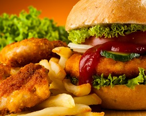 Гамбургеры и картошка вызывают депрессию