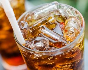 Диетическая газировка негативно сказывается на работе желудка и может провоцировать диабет