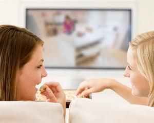 Потребление еды перед телевизором может привести к ожирению