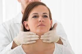 Проблемы с щитовидной железой: симптомы и признаки