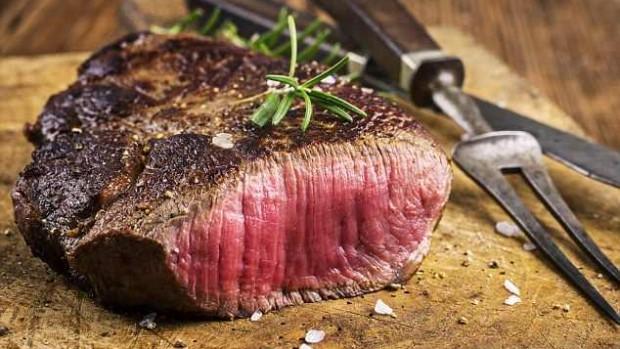Отказ от красного мяса снижает риск развития рака кишечника