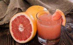 Медики рассказали, кому обязательно надо пить грейпфрутовый фреш