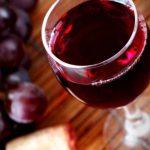 Эксперты назвали пять причин выпить бокал вина после ужина