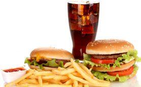 Диетологи рассказали, какие продукты вызывают воспаление в кишечнике