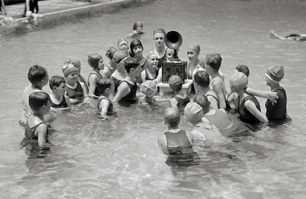 Конъюнктивит и диарея: какие опасности «ждут» человека в бассейне
