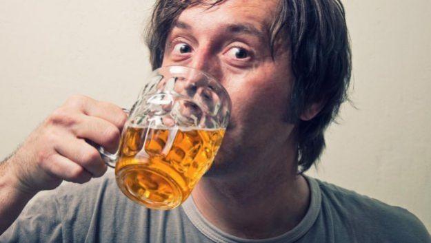 Ученые выяснили, как алкоголь повышает аппетит