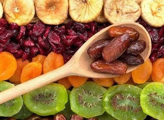 Диетологи рассказали, какие фрукты не нужно есть худеющим