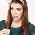 Медики объяснили, почему желательно регулярно пить кефир