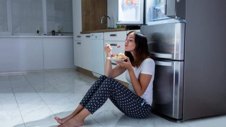 Диетологи назвали правила безопасного перекуса на ночь