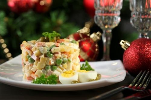 Эксперты назвали самые опасные блюда новогоднего стола