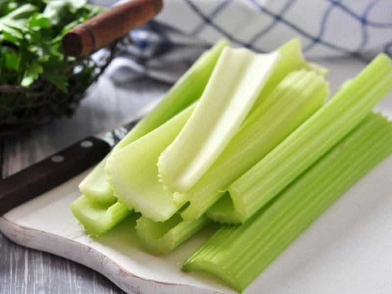Зеленые листовые овощи защищают от ожирения печени