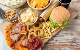 Обнаружена новая опасность сладкой и жирной пищи