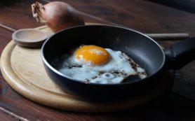 Из-за антипригарной сковороды можно сильно потолстеть