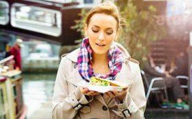 Гастроэнтеролог Сергей Вялов рассказал, чем опасна еда на ходу или в положении стоя