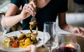 Врач назвал вредные для ЖКТ пищевые привычки