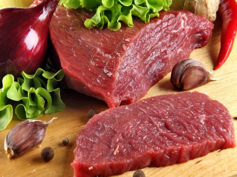 К проблемам с ЖКТ может привести употребление мяса и жир в продуктах