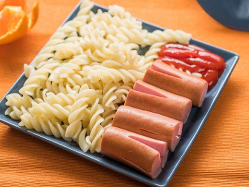 Врач Ольга Шарапова: макароны и сосиски могут быть опасны для здоровья детей