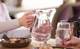 Медики объяснили, почему после еды нельзя пить