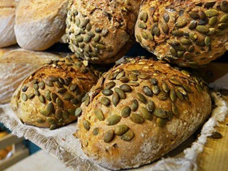 Диетолог Елена Соломатина советует предпочитать мультизерновой хлеб обычному
