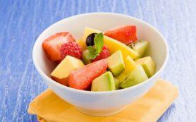 Диетолог: употреблять ягоды и фрукты в виде десерта неправильно