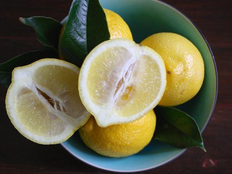 Лимон улучшает работу печени