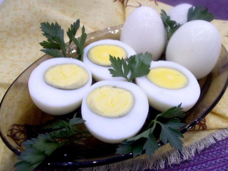 Медики не советуют употреблять в пищу яйца, которые варились дольше 10 минут