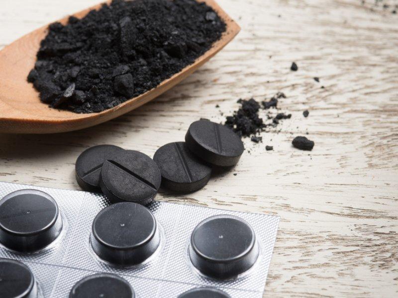 Врач-диетолог: к активированному углю относитесь с осторожностью