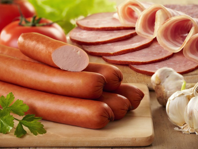 Эксперты: вареные колбасы – «это не только ценный жир…»